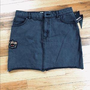 "NWT Vintage Style Grey/Black Mini Skirt. 28"""